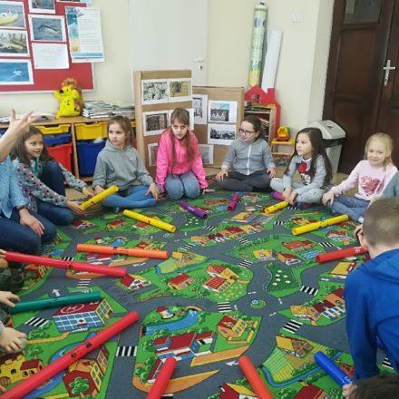 Uczniowie klasy 1 z wizytą w bibliotece